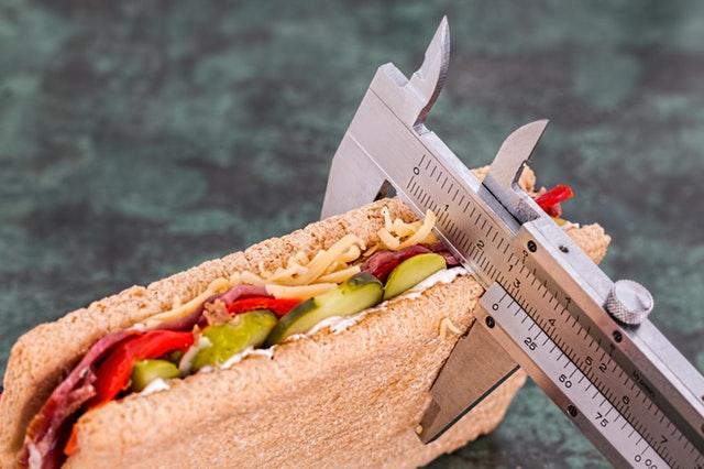 gesunder Sandwichsnack mit Maß