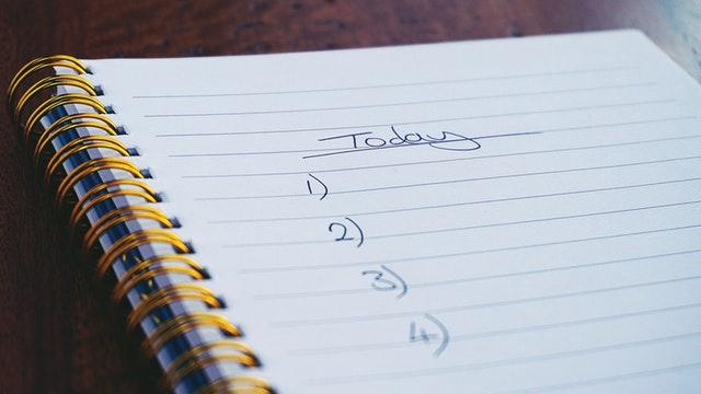 checkliste auf weißem Papier